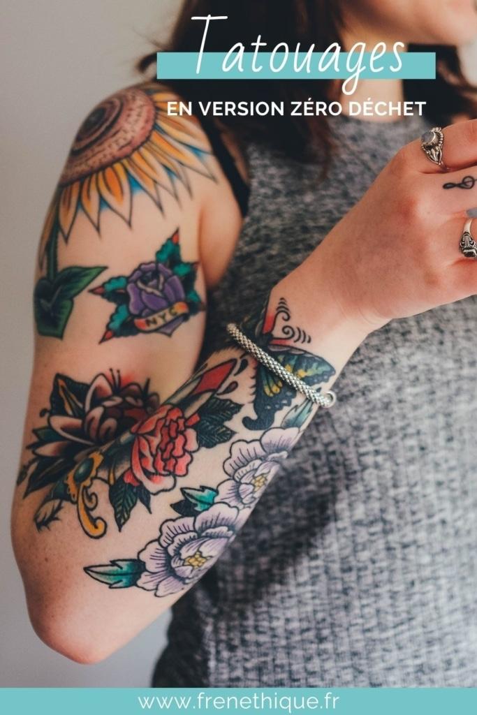 portrait d'une femme tatouée qui prend soin de ses tatouages naturellement